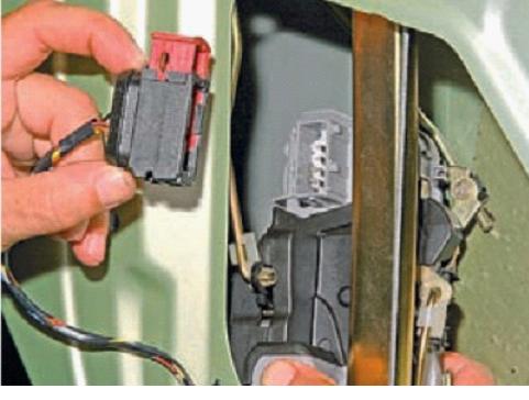 020715 1930 11 - Электропривод замка двери калина